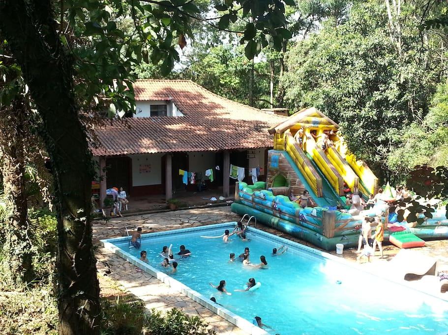 Segunda casa com a piscina em frente