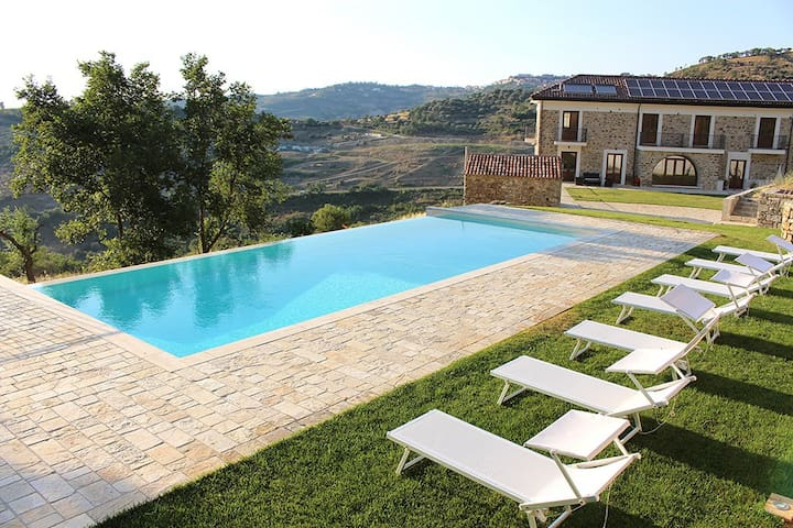 Lussuosa country house con piscina, 18 guests