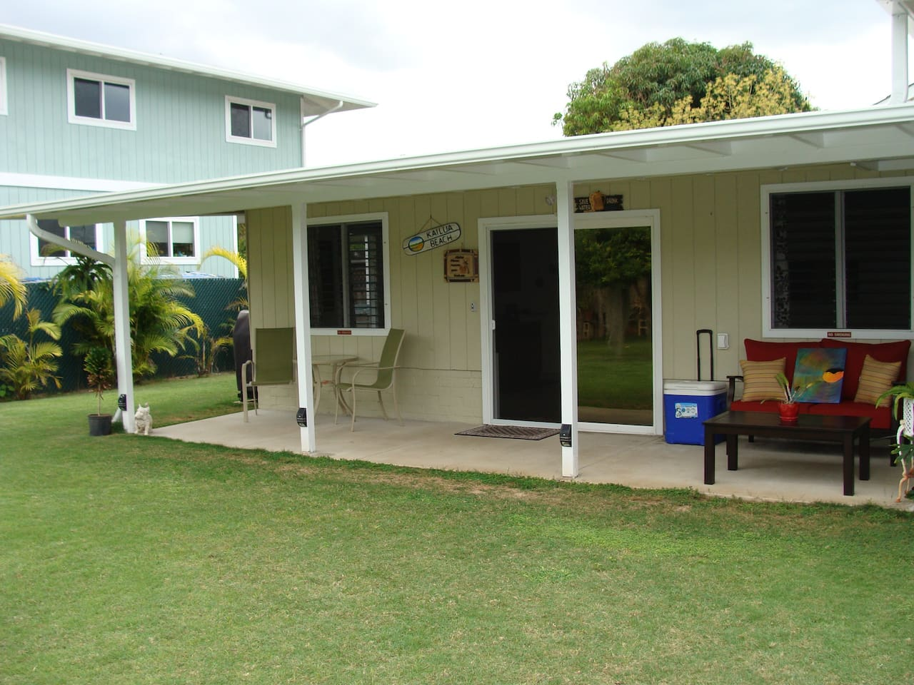 Large private yard and Lanai for your comfort.