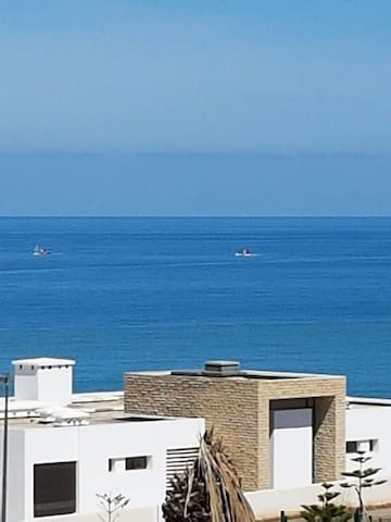 Spacious, brand new and sea view - Plage des Nations - Apartment
