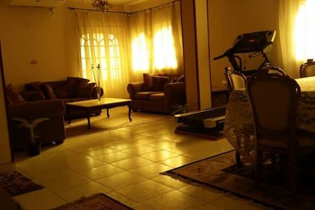 A relaxed big home in Ma'adi, Degla - Maadi - Bed & Breakfast