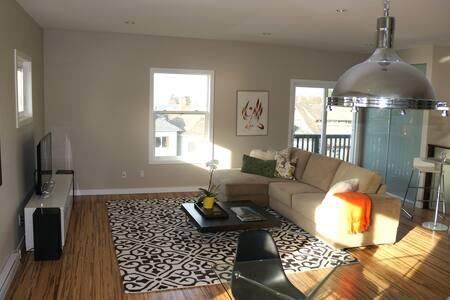 Beautiful 2-bd Modern home