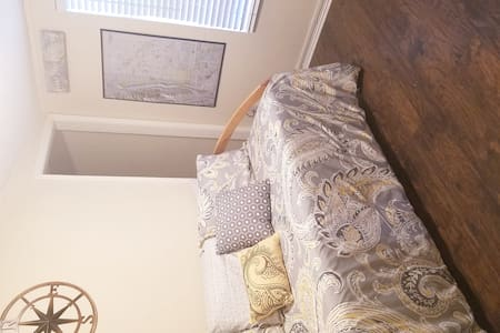 Small Private Room•NO FEES•1 Mile to Old Town
