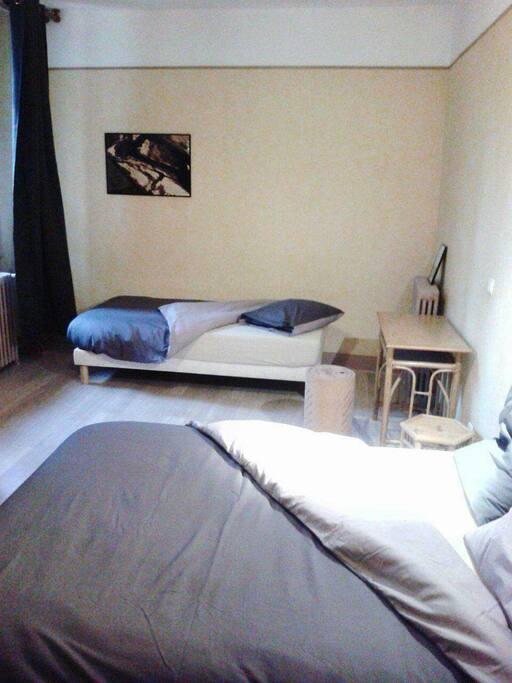 belle chambre 3 personnes chambres d 39 h tes louer. Black Bedroom Furniture Sets. Home Design Ideas