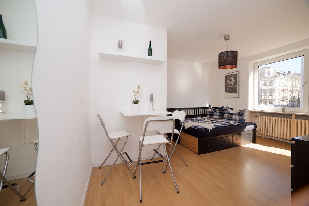 Gemütliche, sonnendurchflutete Wohnung inkl. Ganzkörperspiegel, TV und Internet