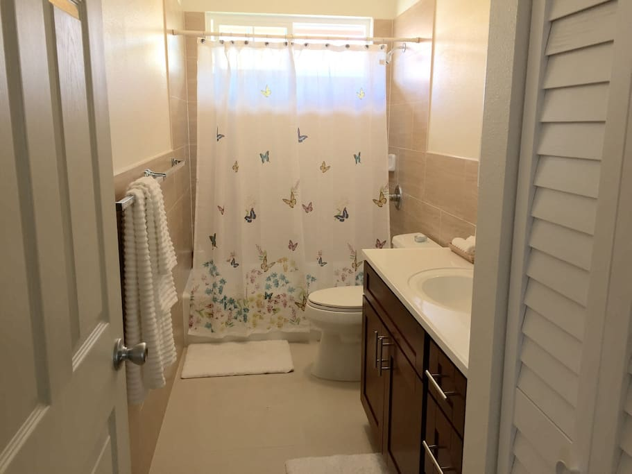 Upstairs Guest Bathroom. All Bath Towels and Beach Towels are provided during your stay.