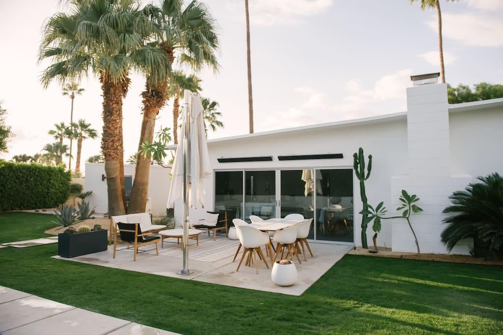 2019 New patio with DWR furniture and Tucci umbrella