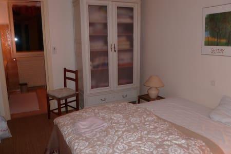 Chambre avec salle de bains  - Haus