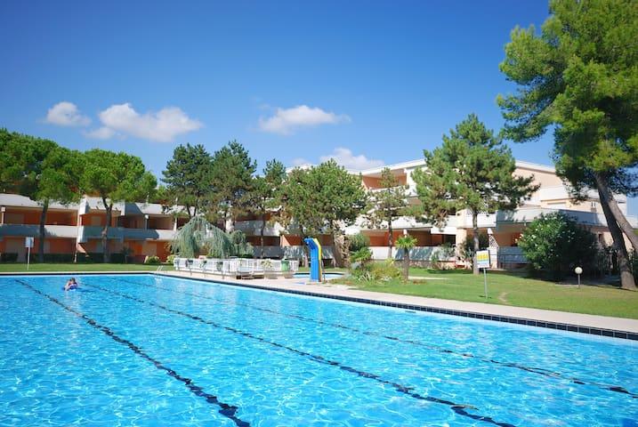 Residence Solarium a Bibione, monolocale, 4 posti letto, piscina, clima, posto auto