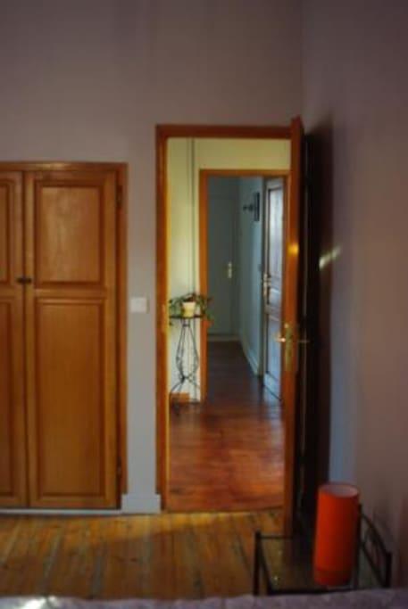 couloir de la chambre à l'entrée