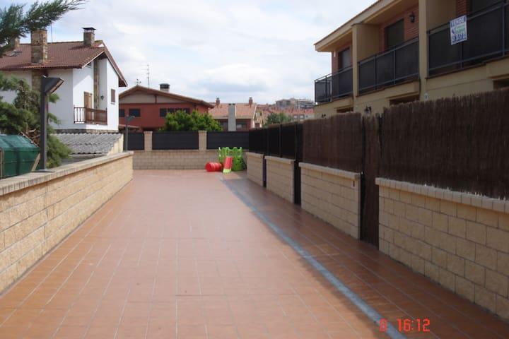 Chalet adosado con piscina