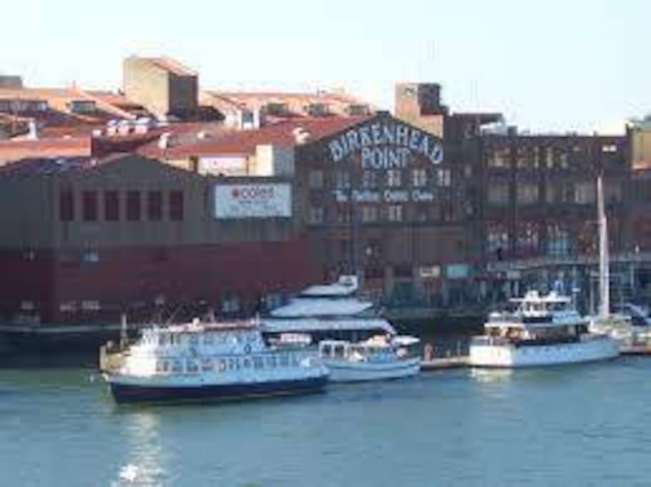 Great shopping & marina 5 mins away