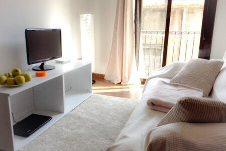 ROOM WITH 3 BEDS IN  BEAUTIFUL APT. - Barcelona