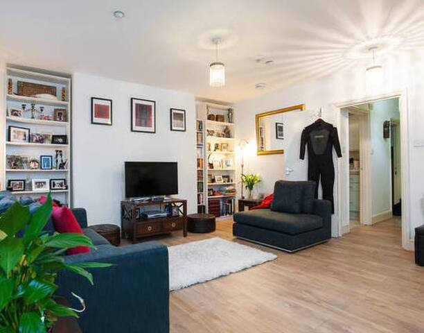 Big room, great flat, fab location!