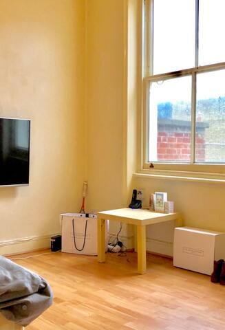 Studio flat in prime Kensington location