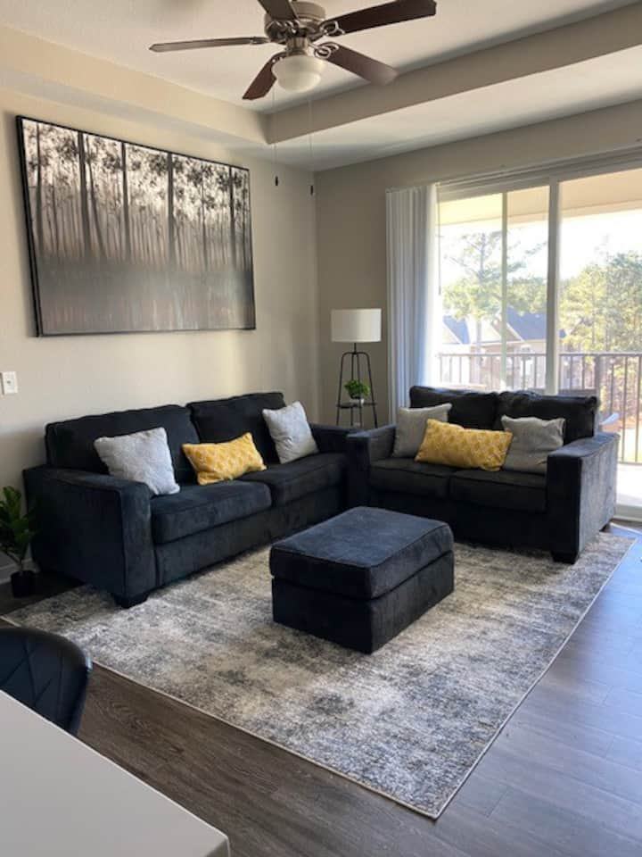 Modern Apartment mins from RDU and Entertainment