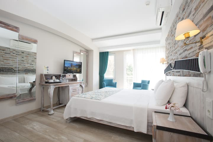 Triple Room with Sea View / Stay in the Center