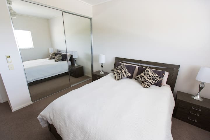Modern Top Floor Apartment  - Rouse Hill - Wohnung