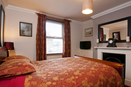 Double Room in Victorian Town House - Royal Tunbridge Wells