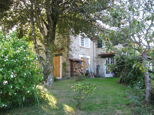 Beautiful Cottage/Gite Compreignac,Haute Vienne FR