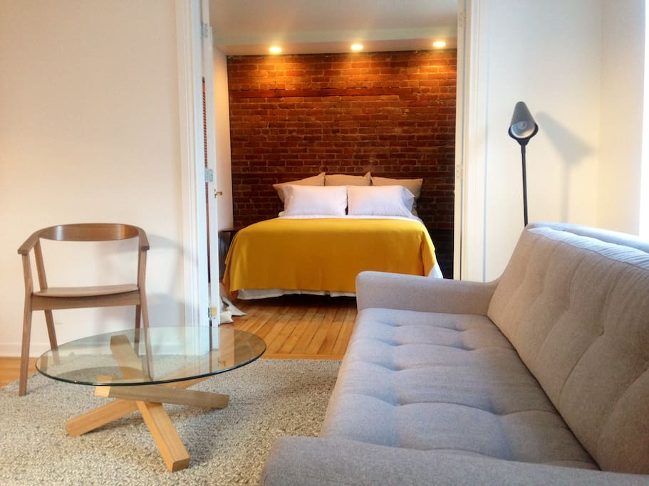 Sunny exposed brick dream location appartements louer for Meuble brick montreal