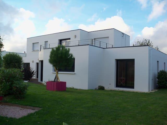 Espace privé dans notre maison - Hennebont - Huis