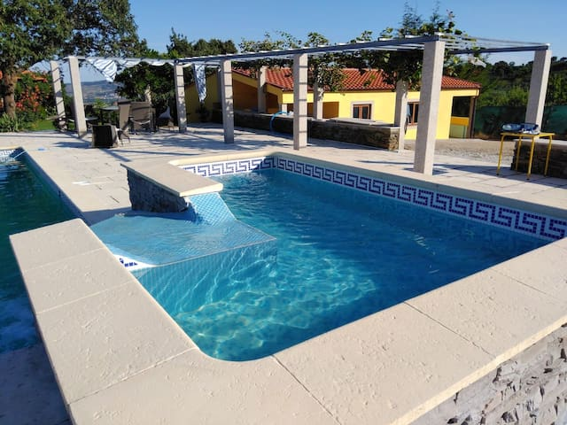 Villa with 4 bedrooms in Macedo de Cavaleiros, with wonderful city view, private pool and enclosed garden