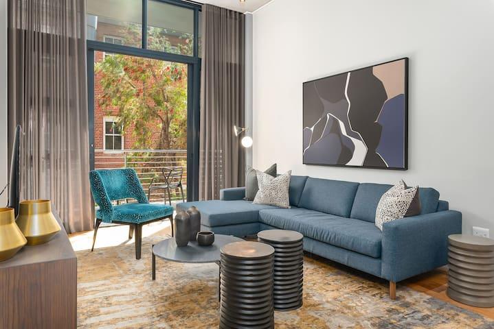 Red-brick-Sunrise-ready apartment in De Waterkant
