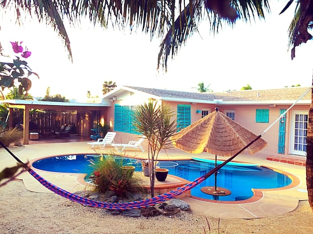 AIRBnBeach House with Oasis&POOL! - Satellite Beach - Hus