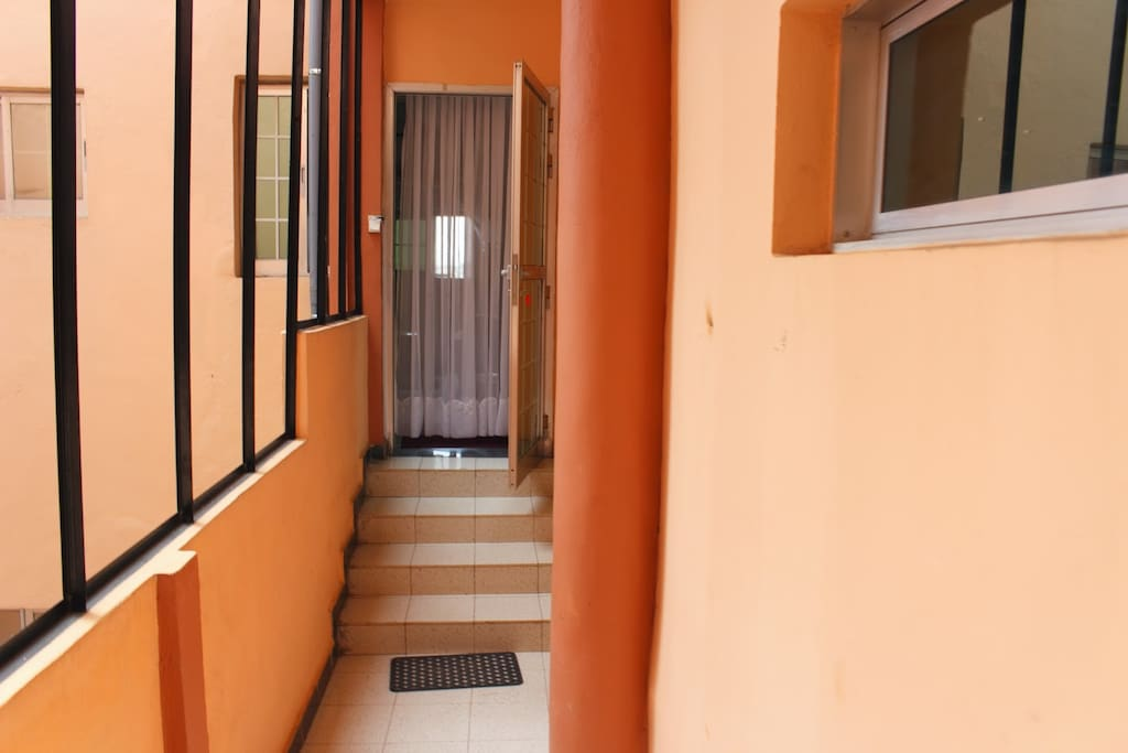 Appart meubl bastos appartements louer yaound for Meuble tv yaounde