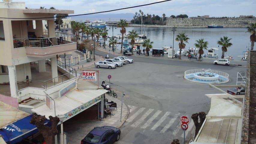 διαμέρισμα στο κέντρο της πόλης στο λιμάνι.