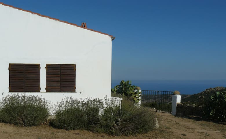 Welcoming house with stunning view - Aglientu