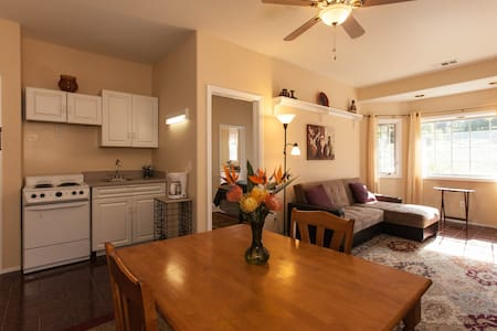 1 Br Castlegate Guest Suite on million $ estate - Vista - Apartamento