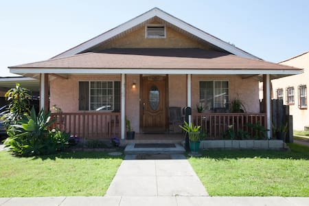 Welcoming BnB + Parking - Long Beach - Bed & Breakfast