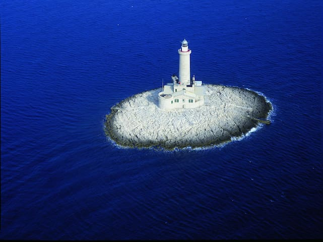 Robinson Lighthouse Porer