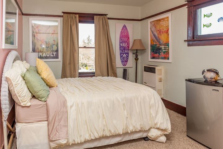 Nice cozy room across from park - Tacoma - House