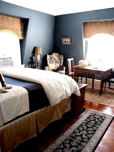 """Psycho""- Sigmund Freud Suite - Southbridge - Bed & Breakfast"