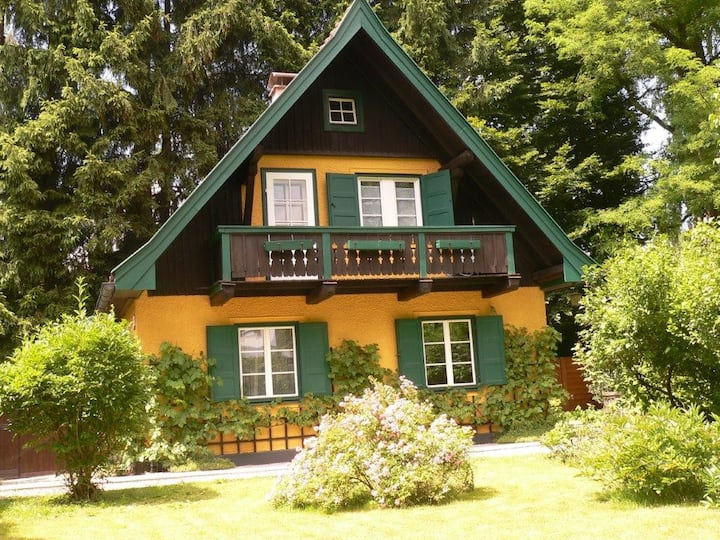 Sunny cosy house with garden