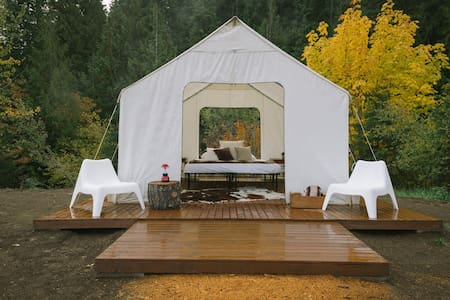 Glamping at Cave Creek Farm - Mt. St. Helens Tent