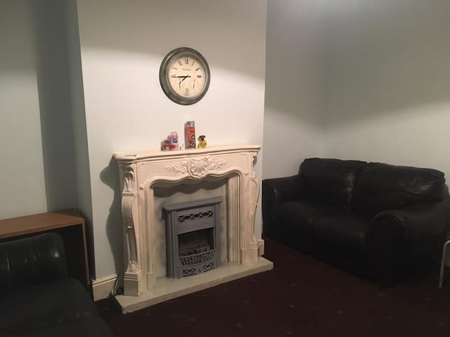 BEAUTIFUL ONE BED HOUSE CLOSE TO THE CITY CENTRE