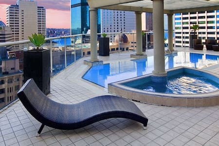 KING Ensuite Master Retreat CBD w/ Gym, Pool, Spa - Sydney - Apartemen