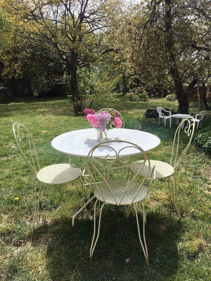 Charmant petit gîte et jardin proximité Beaune