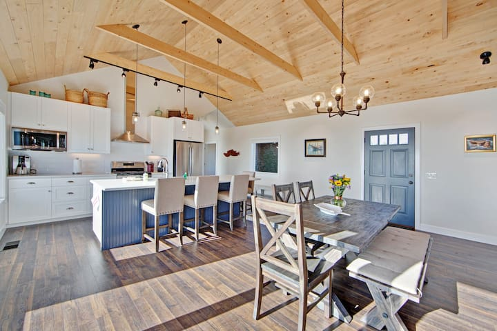 Luxurious, new coastal home w/modern kitchen, sweeping ocean and pastoral views!