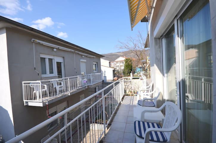 Studio Apartment, 100m from city center, seaside in Selce (Crikvenica), Balcony
