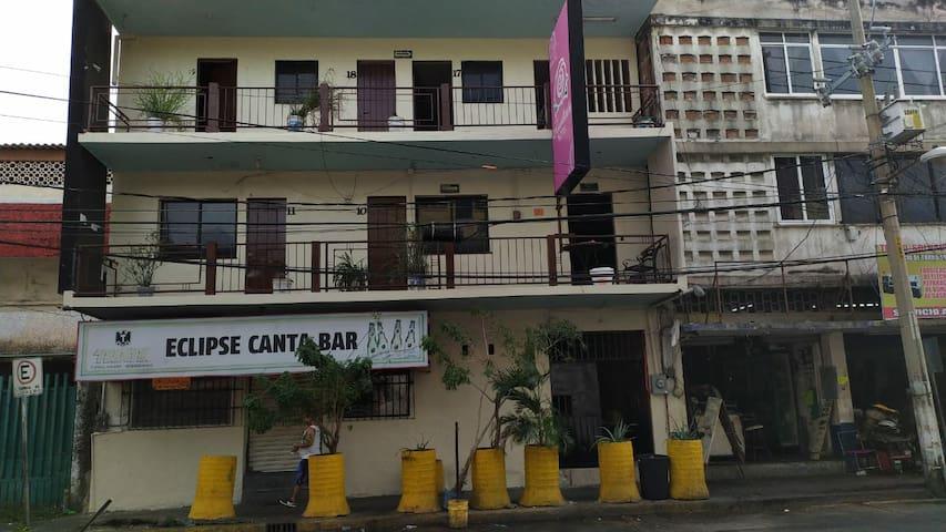 :) Hotel Rosalinda