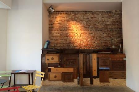 Logement dans un café littéraire - Apartment