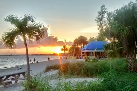B&B at the Beach! Flip Flops! Yacht Club Area! - Cape Coral - Bed & Breakfast