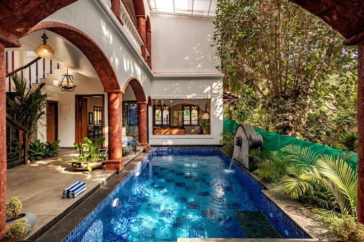 7BR Luxury Villa w/ Private Pool nr Vagator Beach