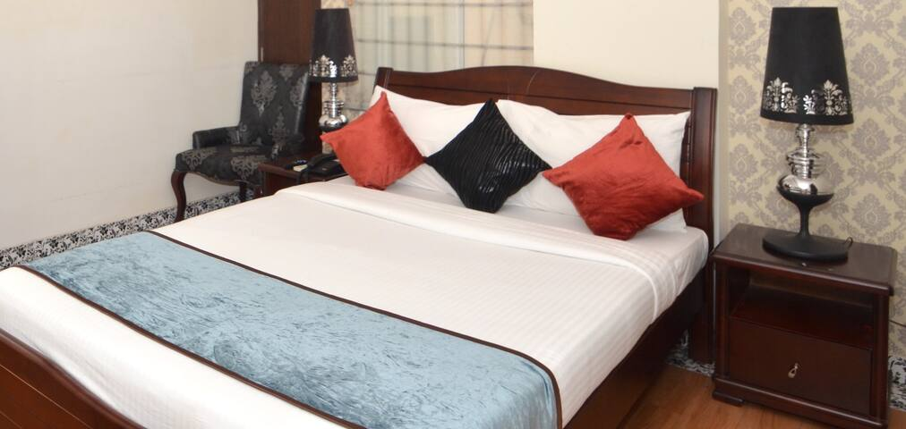 Serviced Room in Residency Road , Bangalore