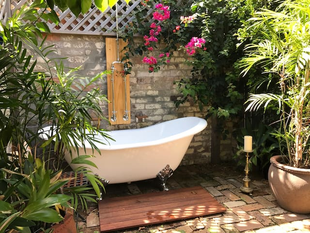 Inner West living with stunning outdoor bath
